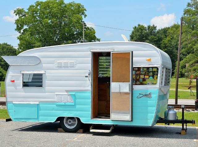 otevřený karavan.jpg